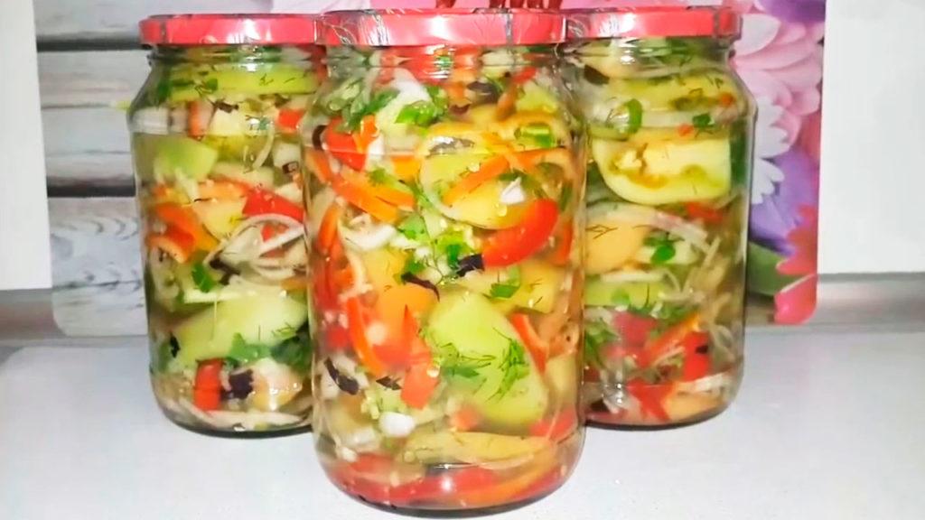 Салат из зеленых помидоров с острым перцем на зиму