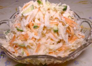 Витаминный салат с редькой и овощами
